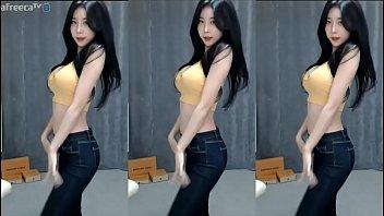 Gái Hàn Quốc nhảy môi và hông, cuộn, cưng, trăng tròn