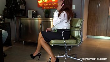 A Good Secretary Always Swallows