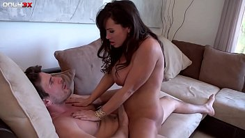 Streaming Video Milf pornstar Lisa Ann goes for a morning sex - 3gp