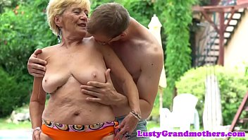 Free grandmother sex pics - Chubby grandmas hairypussy fucked outdoors