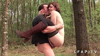Cochonne francaise defoncee dans 1 gangbang avec Papy Voyeur en pleine nature