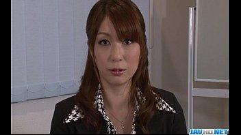 Araki Hitomi Sensual Woman Plays Dirty On A Big Cock