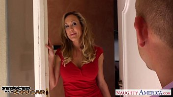 Abnormally large ass Blonde cougar brandi love fucking a large dick