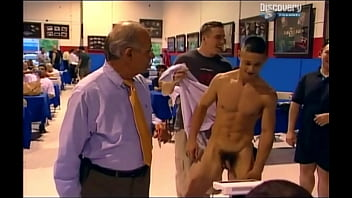 Athletic nude weigh...