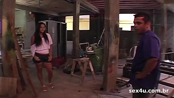 Brazilian fucked good - Marceneiro arruma a cama da garota e prova que ficou bom