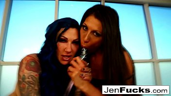 Erotically perfect fucking with Jenevieve Hexxx and Makayla Cox