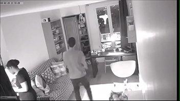Esposa desconfiada deixou uma câmera escondida e pegou o marido e a empregada no flagra - https://bit.ly/2Cvkhql