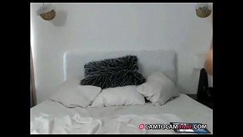 brunette nude dancing on bed live cam