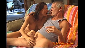 Hot MILF loves her Anal