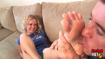 Ballet Dancer Stephanie Anders Gets On Her Toes During Foot Worship!