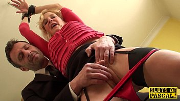 Mature uk sub gets cuffed and dominated over 10分钟