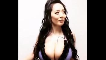 Hitomi shaking her massive boobs