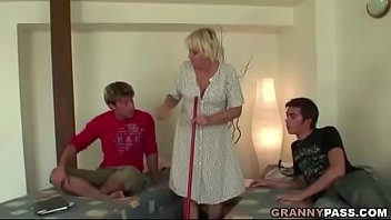 Real sex wanting mature women - Granny threesome sex