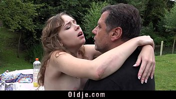 Pedestrian sex - French young girl outdoor oral slutty sex mouth dirty of old cumshot