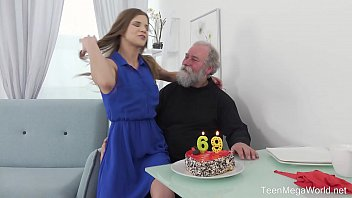 Old-n-Young.com - Sarah Kay - Happy birthday and happy orgasm! 6 min