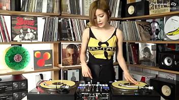 公众号【是小喵啦】韩国最火DJ室内性感打碟蹦迪