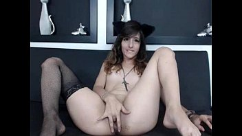 Amateur Kitty rubbing her wet pussy on Live69Girls.Com