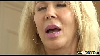 Streaming Video Mommy Likes To Watch - XLXX.video