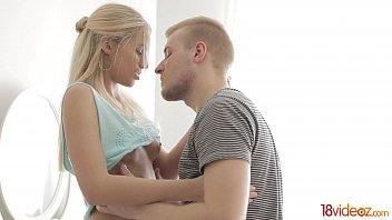 18videoz - Blonde teeny Jessi Gold two cocks teen-porn