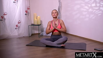 Naked yoga beauty fingers her sweaty shaved pussy to an orgasm