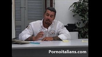 I. Italiano ! Biondina Tettona Succhia Cazzo Grosso Del Papa