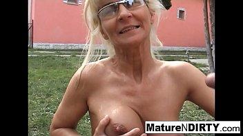 Mature blonde slut receives an anal fucking 7分钟