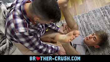 Little bro gets fucked by dildo - BROTHER-CRUSH.COM