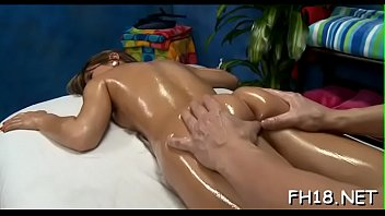 Guy licks sexy legs - Massage large o