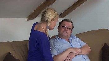 VODEU - Das junge blonde Mädchen zahlt Sex 20 min