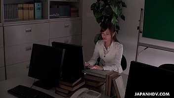 Office worker getting some juice up as her work gets boring 7分钟