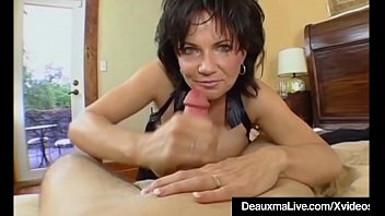 Mature Milf Deauxma Has Big Squirting Orgasm With Boy Toy! 8分钟
