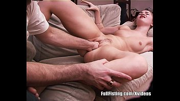 Teen Girfriend Gives A Fisting Show For Boyfriend 12分钟