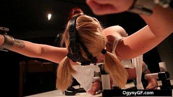 Steamy Blond geweckt BDSM geworben