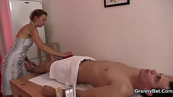 Guy drills her old hairy cunt after massage