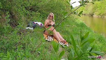 Reife Deutsche Hausfrau erwischt Jungspund beim spannen am Strand und lässt ihn sich ficken