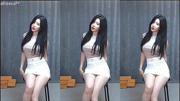 Gái Hàn Quốc nhảy cô gái can đảm