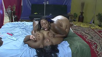 Two huge Senegalese girls tease their cunt with exciting licks