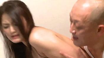 Il grande asino della moglie giapponese ama la relazione con molte persone