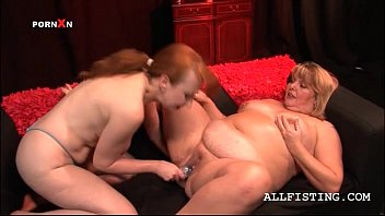 Fat mature lesbian getting her hungry snatch fist fucked