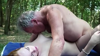 ormanda yaşlı adam seks genç Azgın ilginç porno