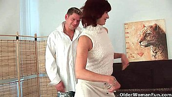 Older women sex preferences - Granny wanda gets a good fuck and creamy facial