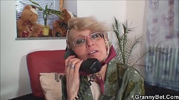 Hot old mature woman pleases young guy - FREE HOT WEBCAMS ON WWW.LIVEHOTGIRLS.XYZ