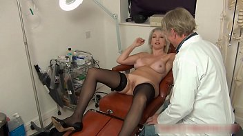 Christie seduces her doctor to give her an anal seeing to 8 min