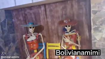 Mostrando mi conchita a las calacas mexicanas... video completo en bolivianamimi.tv