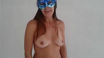Raquel peladinha desejando feliz natal aos clientes e fãs