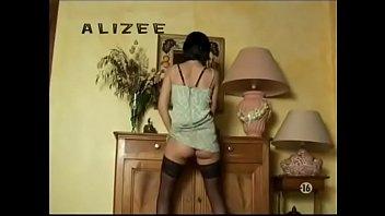 Sexy Brune Striptease 9 Min