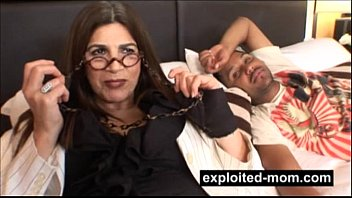 Kinky old lady taking black dick in her Amateur Mom Sex Video Vorschaubild