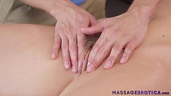 Masseur fucks big booty MILF Chanel Preston after massage