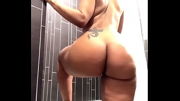 Big ass naked in bath Vorschaubild