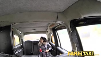 Fake Taxi beautiful young black girl in bodysuit gets cummy pussy Vorschaubild